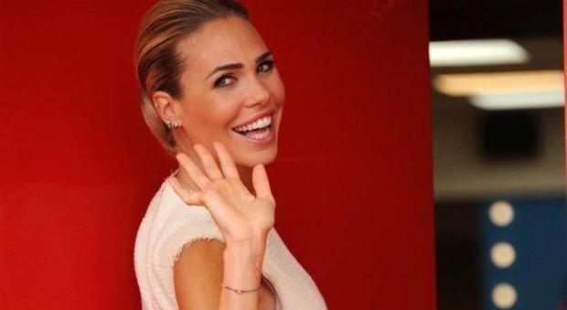 Ilary Blasi, è polemica sul superattico dopo la foto su Instagram: «Roma mia... quanto sei bella»
