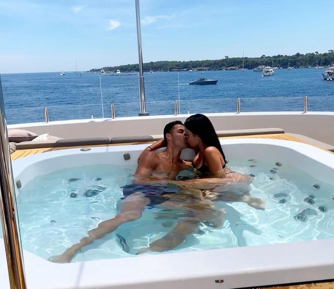 Cristiano Ronaldo in vacanza: cifre da capogiro, tra yacht di lusso e mance esorbitanti