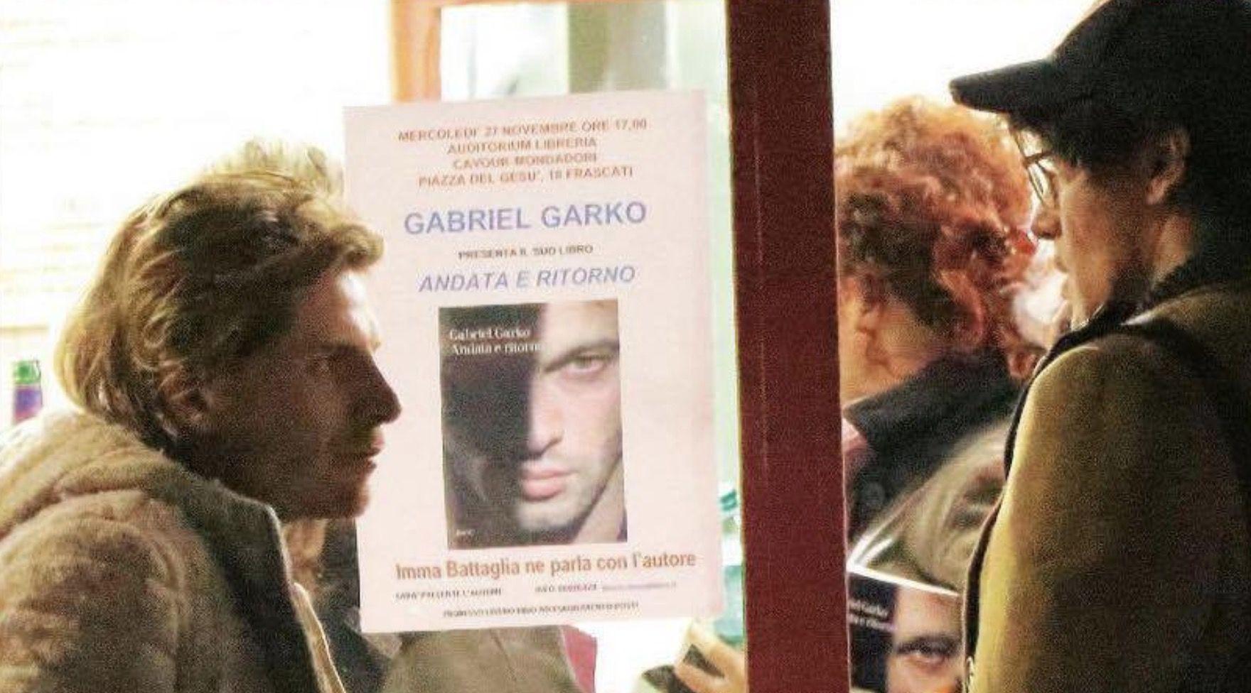 Gabriele Rossi porta Gabriel Garko a cena nel ristorante di famiglia e gli presenta i genitori
