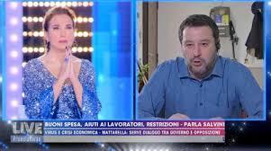 Barbara D'Urso prega in tv con Salvini: scoppia la bufera nel mondo televisivo