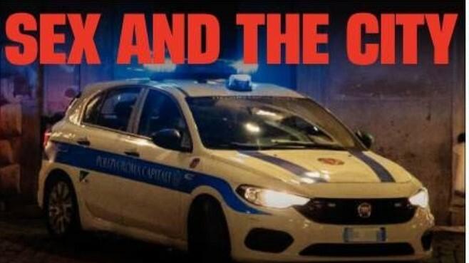 Roma: Sesso nell'auto di servizio davanti al campo rom ma dimenticano la radio accesa