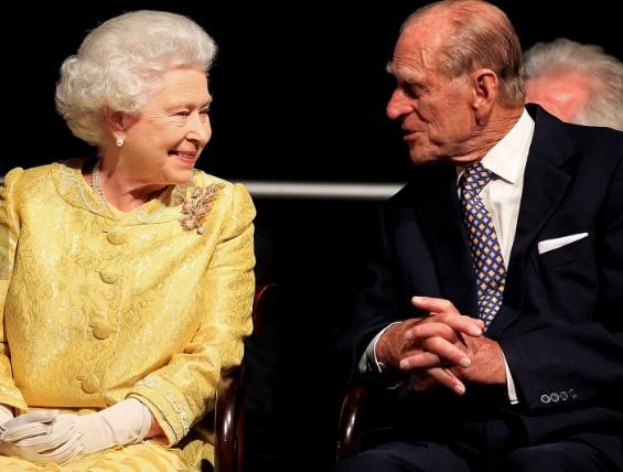 La regina Elisabetta pensa già al Giubileo di platino del 2022. L'abdicazione? Mai
