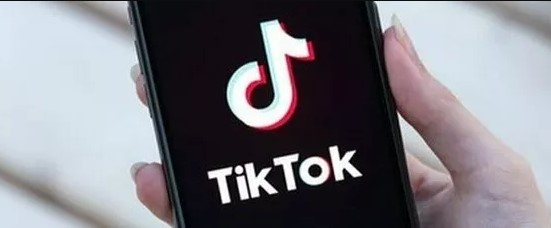 TikTok, folle challenge lanciata da un'influencer italiana: denunciata per istigazione al suicidio