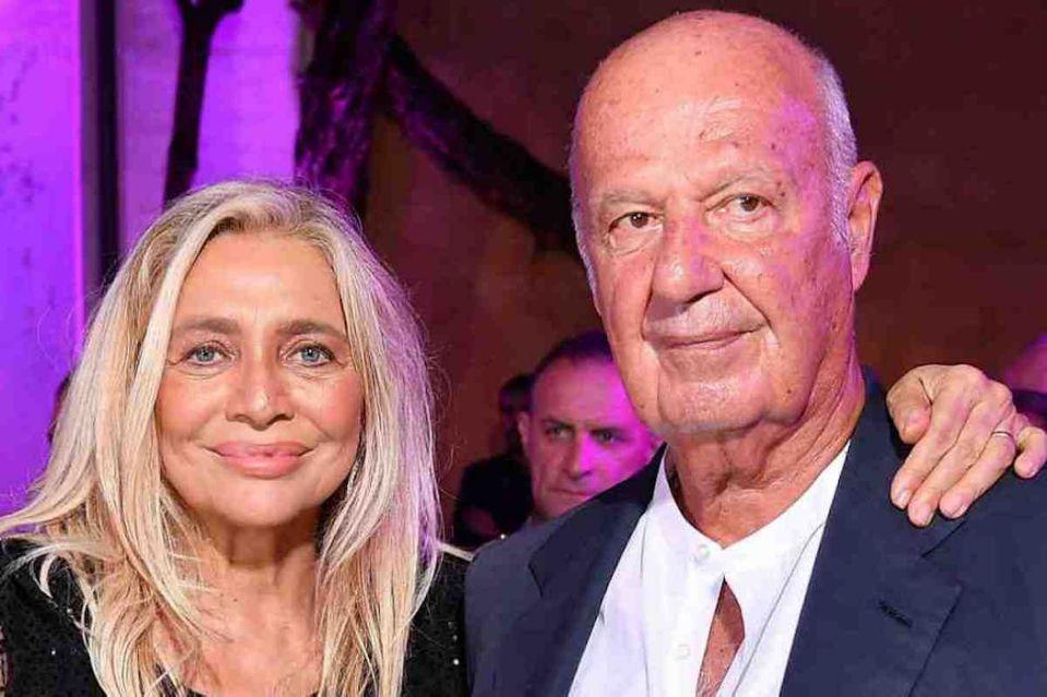 Mara Venier dopo la bufala sul marito morto: «È vivo. Vergognatevi». La reazione sui social
