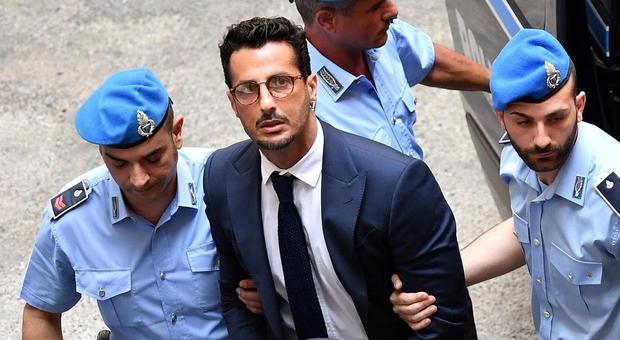 Fabrizio Corona torna in carcere: «Ha violato le disposizioni del tribunale, è insofferente alle regole»