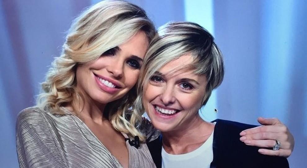 Nadia Toffa, Ilary Blasi non va ai funerali: insulti choc sui social. «Sta in vacanza a divertirsi»