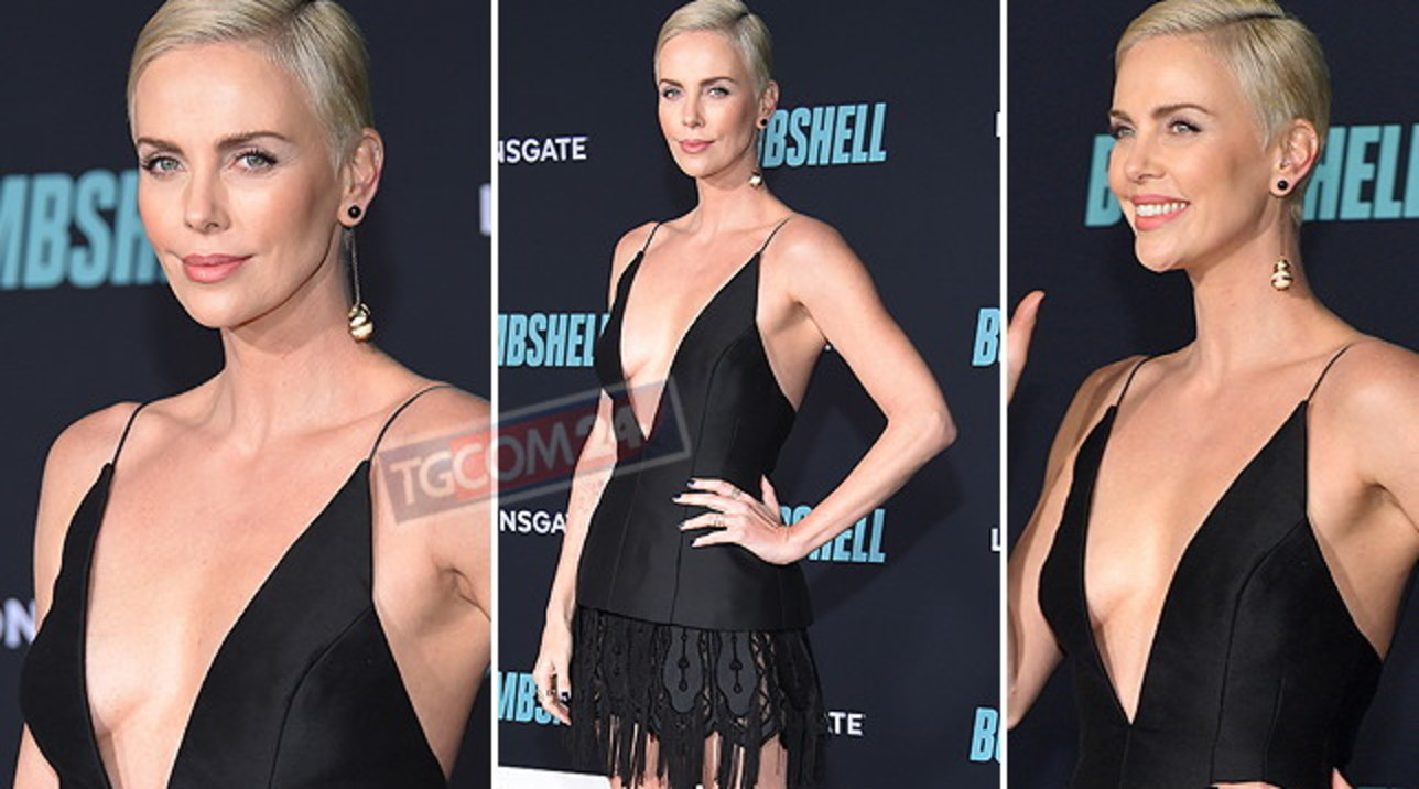 Charlize Theron è una... bomba sexy sul red carpet per la prima di