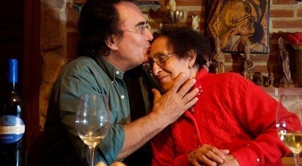 Lutto per Al Bano Carrisi, morta la mamma Jolanda a 96 anni: «La sua vita è stata un romanzo...»