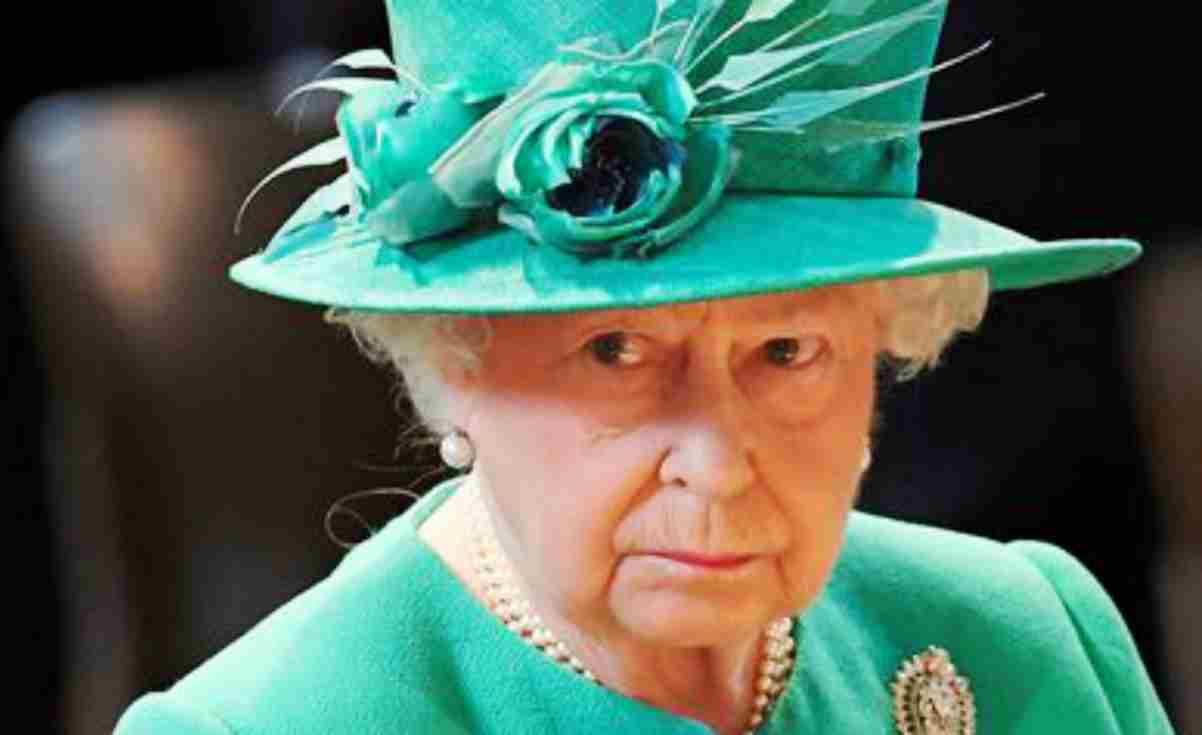 Gaffe Regina Elisabetta, chi visita il sito reale finisce sul sito a luci rosse