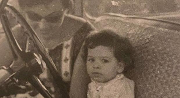 Barbara D'Urso bimba, la tenera immagine amarcord con la mamma. I fan: «Eri già la regina d'Italia»