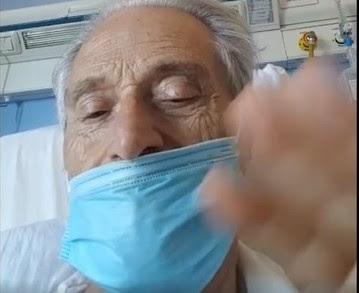 Amedeo Minghi ricoverato, il video con la mascherina dall'ospedale: «È bello stare di nuovo insieme»