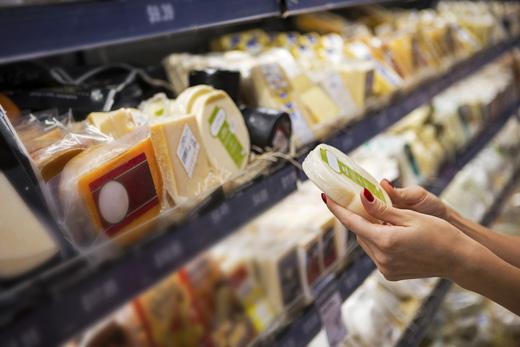 Vendere cibo scaduto non è reato: lo ha stabilito la Cassazione con sentenza 17063/2019
