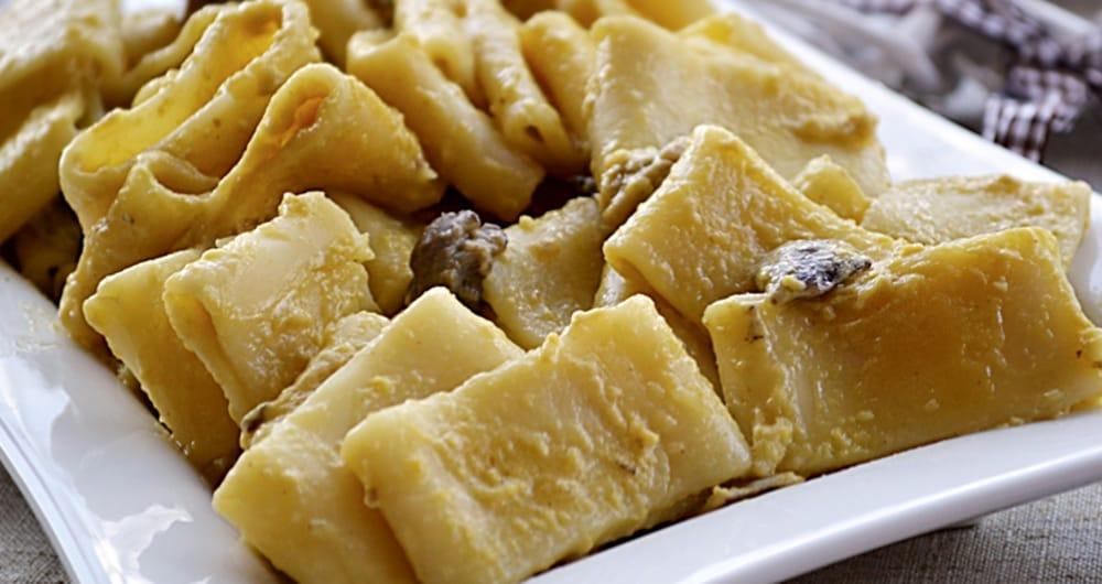Mezzi Paccheri con Panna e Funghi