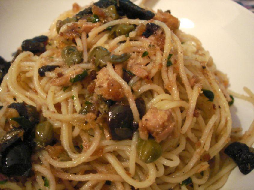 Spaghetti Olive Tonno e Pomodorini