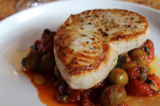 Filetti di Pesce Spada con Olive e Capperi