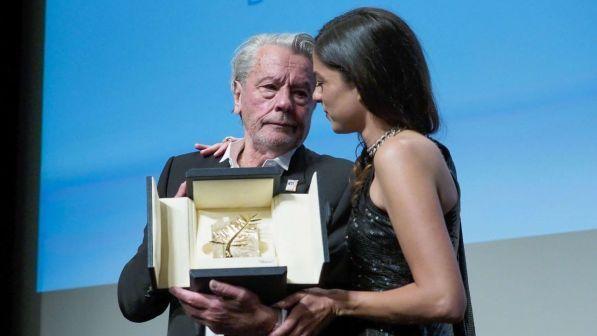 Cannes, le lacrime di Alain Delon per la Palma d'oro: