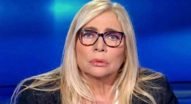 Domenica In, Mara Venier in lacrime per la collaboratrice morta di Covid: «L'ho avuta con me per 30 anni»