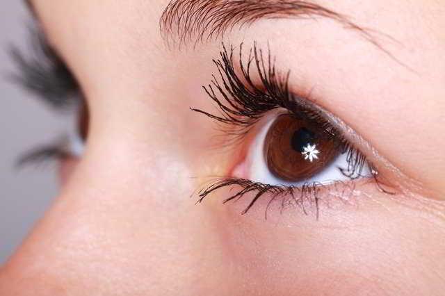 Occhi gonfi: addio! I rimedi e i consigli per combattere borse e occhiaie