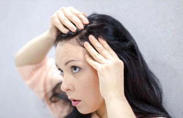 È vero che se si strappa un capello bianco, ne crescono altri sette?