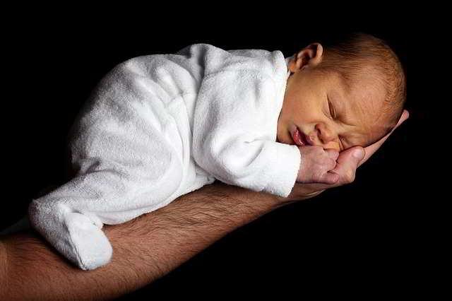 Come addormentare un neonato? Informazioni e consigli
