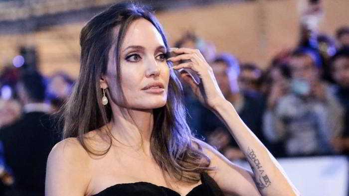 Angelina Jolie: Una pausa da regista, ho problemi familiari da risolvere