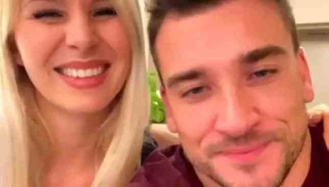"""Damiano Carrara e la fidanzata Chiara ai fan: """"Il matrimonio è stato rimandato. Segnatevi questa nuova data�"""