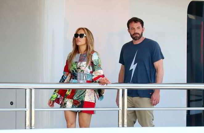 Jennifer Lopez e Ben Affleck su un mega yacht a Saint Tropez