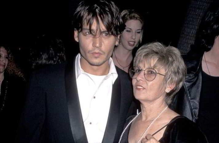 Johnny Depp da adolescente «fu abbandonato dalla madre crudele»