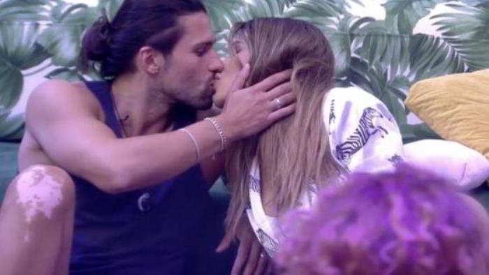 Luca Onestini, dopo Ivana Mrazova, ha una nuova fiamma: ecco chi ha baciato