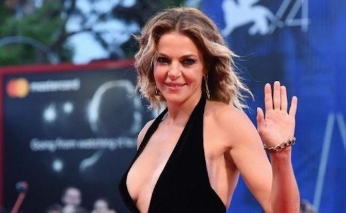 Claudia Gerini fa un elogio al sesso: