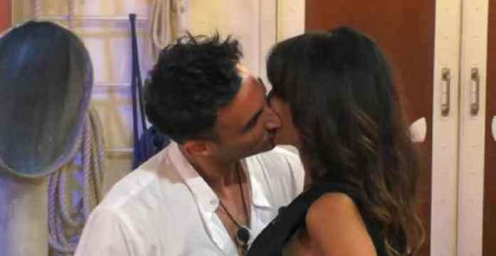 Gf Vip, il primo bacio