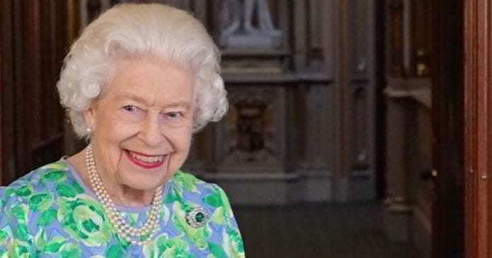 La Regina Elisabetta rifiuta un premio per anziani: ecco perché